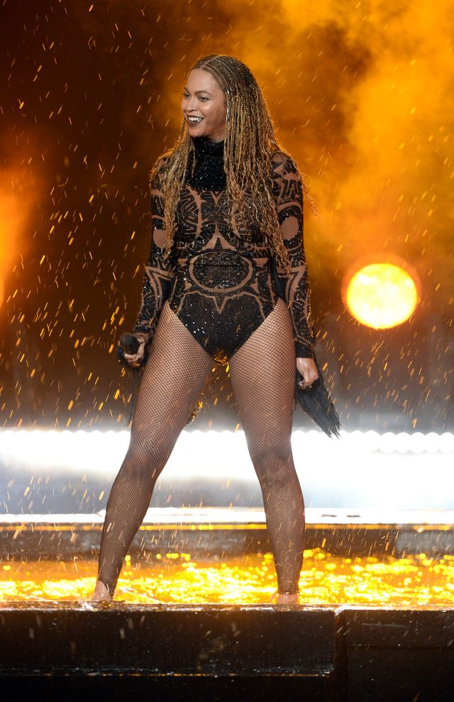 Beyonce rozdaje posiłki ofiarom huraganu (WIDEO)