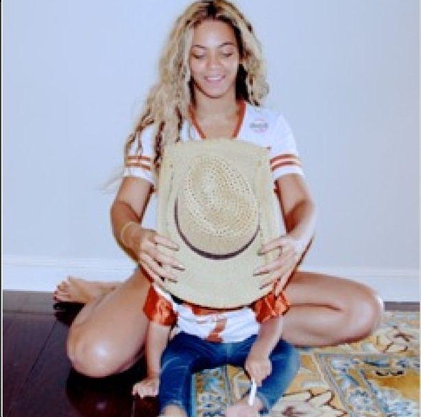 Beyonce chwali się zgrabnym ciałem (FOTO)