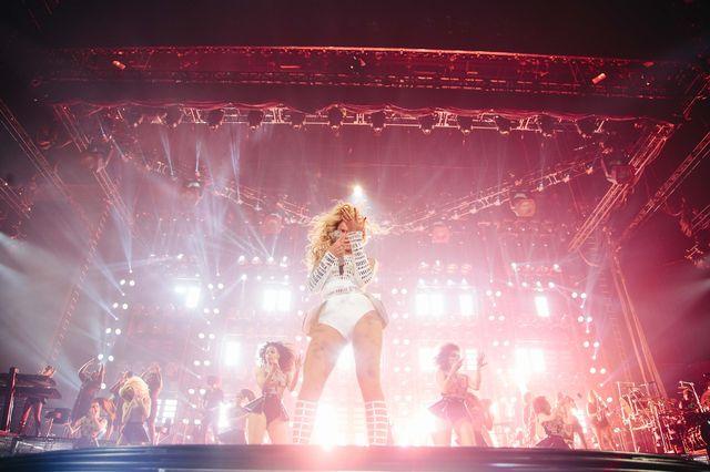 Projektant narysował Beyonce nogi lalki Barbie (FOTO)