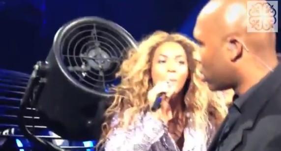 Włosy Beyonce wciągną wentylator! (VIDEO)