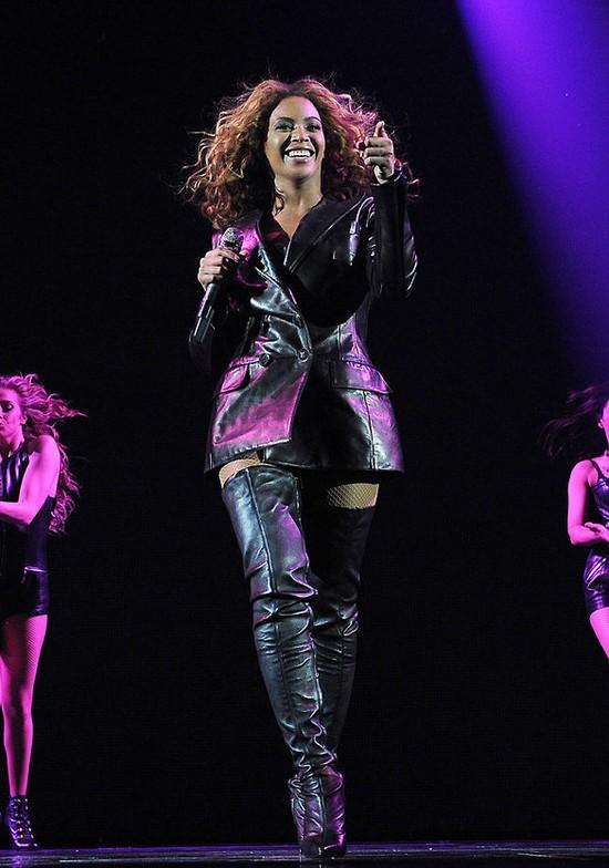 Beyonce w Serbii pokaza�a ogromne SUTKI (FOTO)