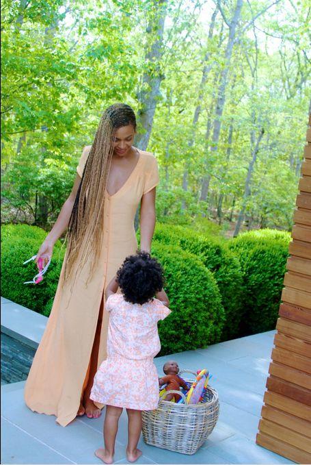 Beyonce bez makijażu i z córką w ramionach (FOTO)
