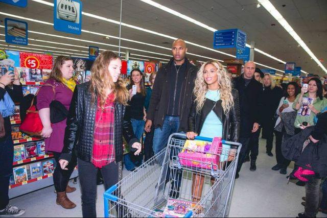 Beyonce zrobiła fanom kolejną niespodziankę! (FOTO)
