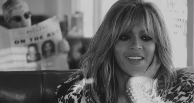 Beyonce i Jay Z skąpani w gorących pocałunkach (VIDEO)