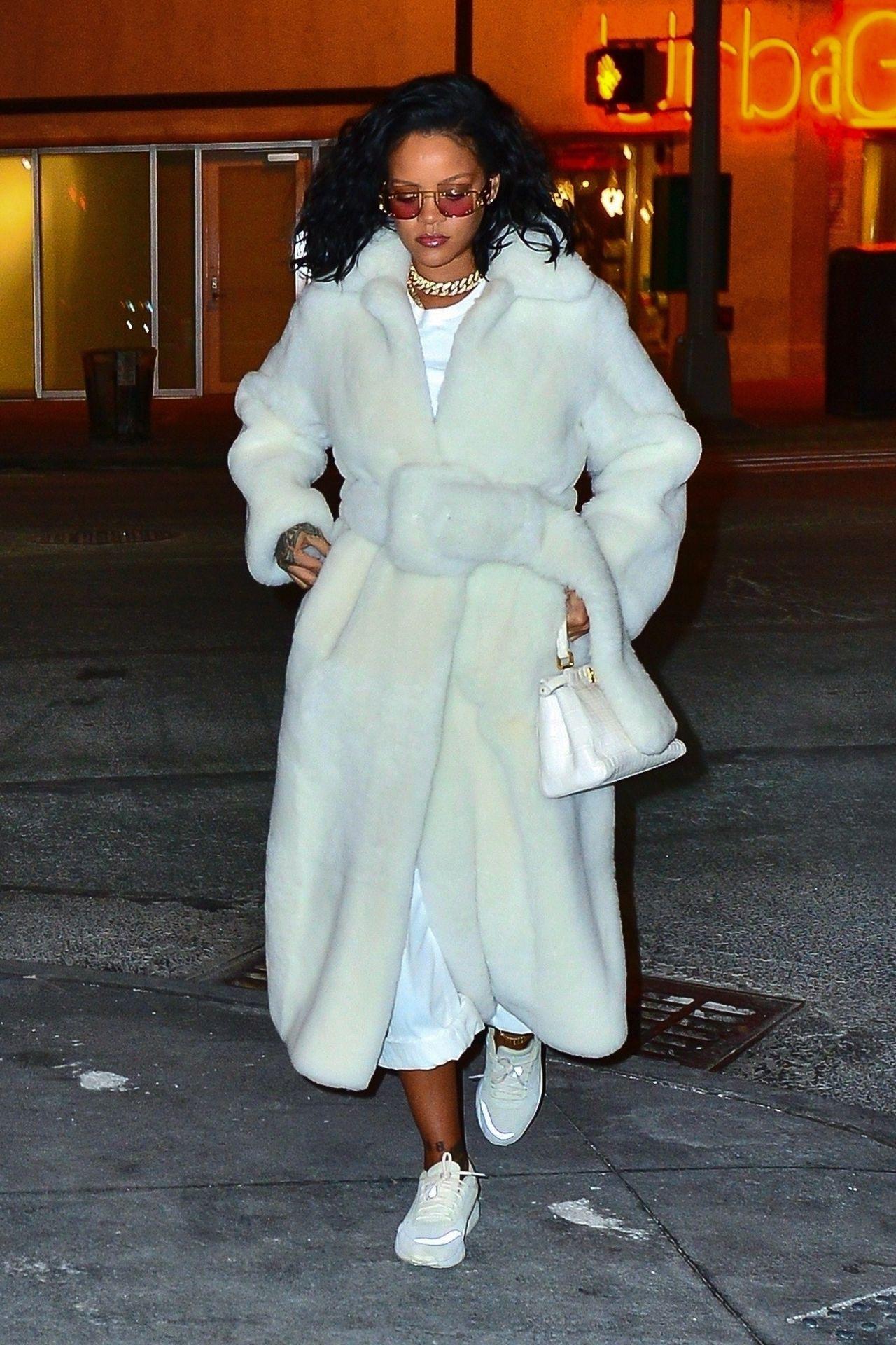 Pół internetu chce mieć takie futerko, jak ma Rihanna