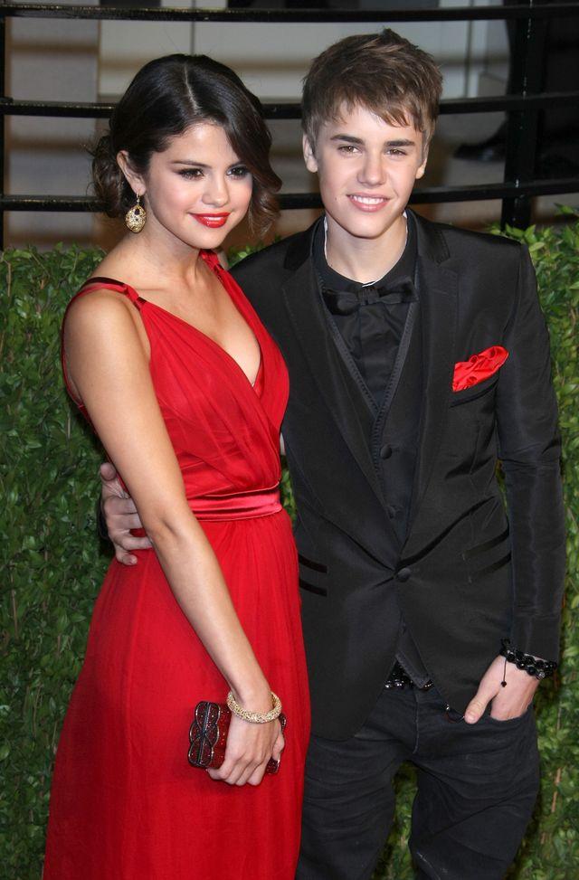 Justin i Selena CAŁUJĄ SIĘ na nowych zdjęciach!