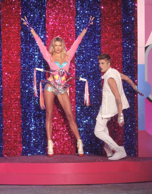 Justin Bieber polował na aniołki Victoria`s Secret (FOTO)