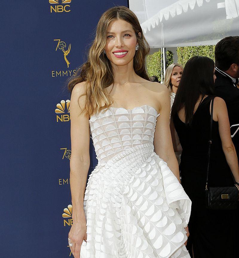 Jessica Biel w PRZEPIĘKNEJ sukni na gali Emmy z Justinem (ZDJĘCIA)