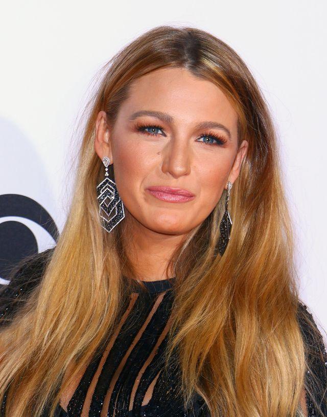 Blake Lively w seksownej kreacji od Elie Saab na People's Choice Awards (FOTO)