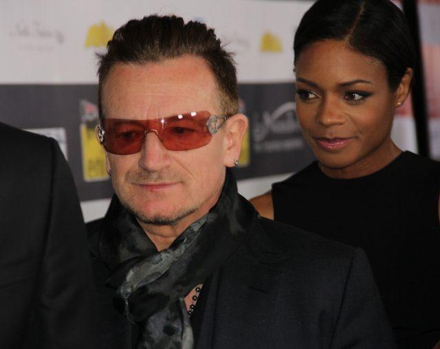 Bono z flagą Solidarności na koncercie w Berlinie [VIDEO]