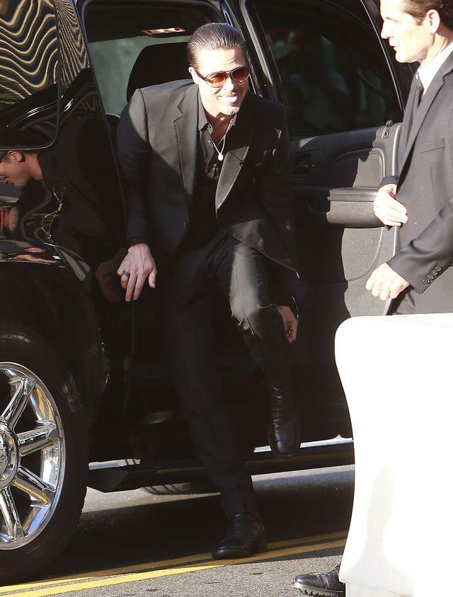 Pierwsze zdjęcie Brada Pitta Z OBRĄCZKĄ na palcu!