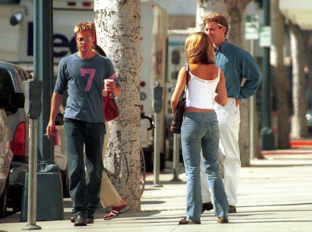 Jennifer Aniston tuli i całuje bobasa (FOTO)