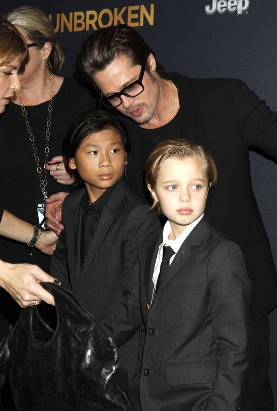 Brad Pitt i dzieci wspierają chorą Angelinę (FOTO)