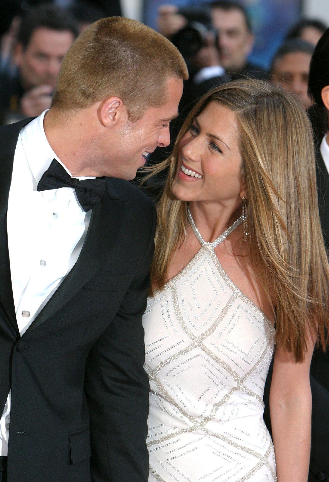 SENSACJA! Brad Pitt pojawił się na 50. urodzinach Jennifer Aniston (ZDJĘCIA)