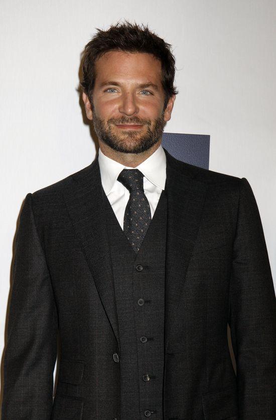 Bradley Cooper pos�ucha� mamusi w sprawach sercowych i...