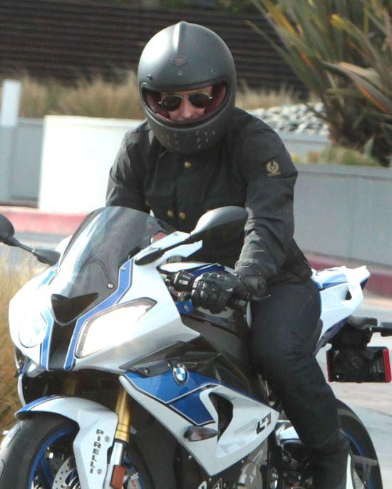 Bradley Cooper na superszybkim motocyklu (FOTO)