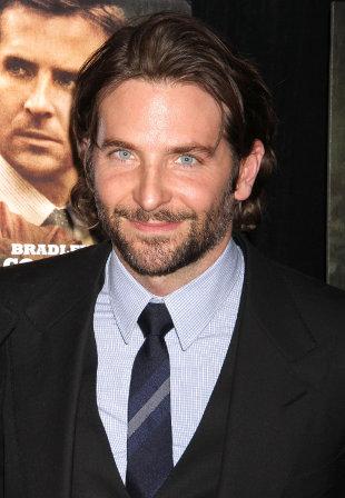 Bradley Cooper od dwóch lat mieszka z mamą