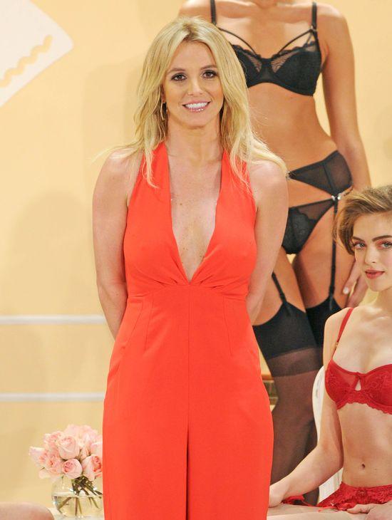 Britney Spears jest s�ab� reklam� w�asnej bielizny? (FOTO)