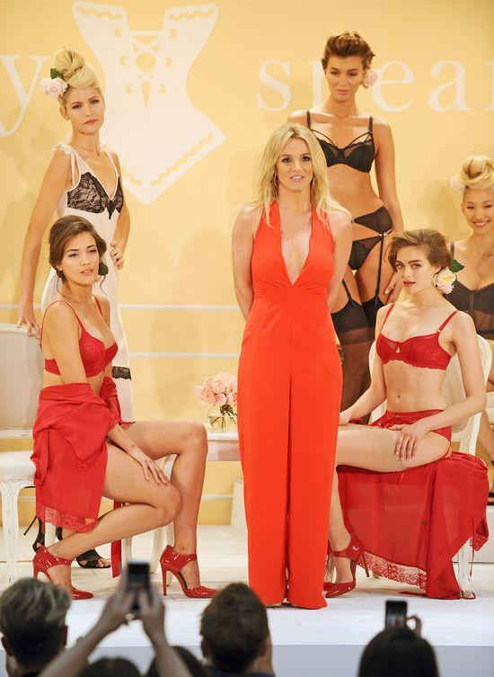 Britney Spears jest słabą reklamą własnej bielizny? (FOTO)