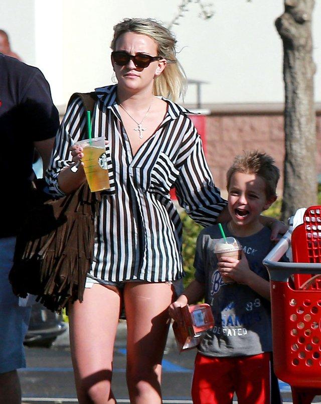 Britney Spears z siostr� na zakupach (FOTO)