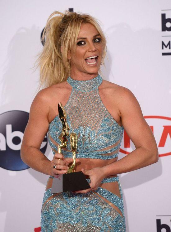 Gdy Britney Spears bawi się w swatkę, skutek jest marny