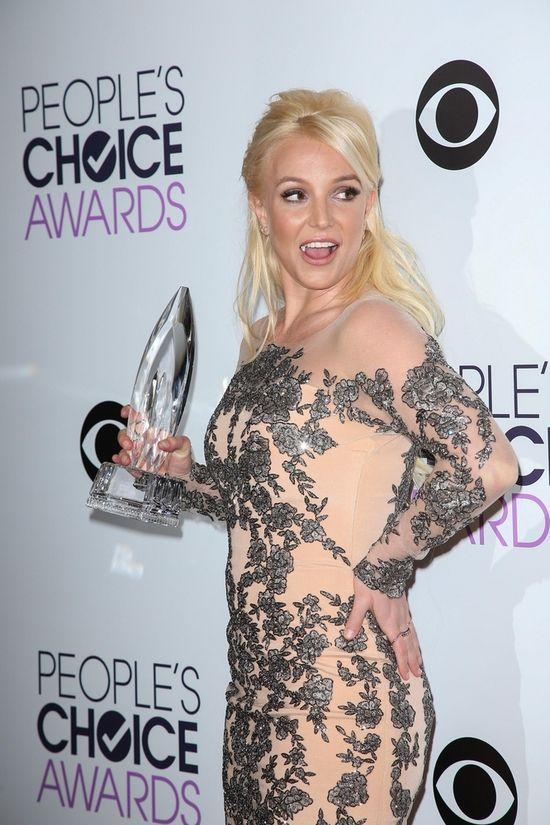 Oceniamy look Britney Spears z People's Choice Awards (FOTO)