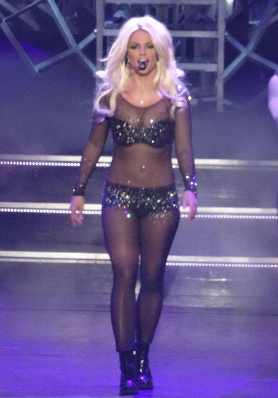 Britney Spears wybuch�a na scenie (FOTO)