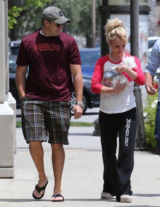 Britney Speras, David Lucado i... mały, biały piesek (FOTO)