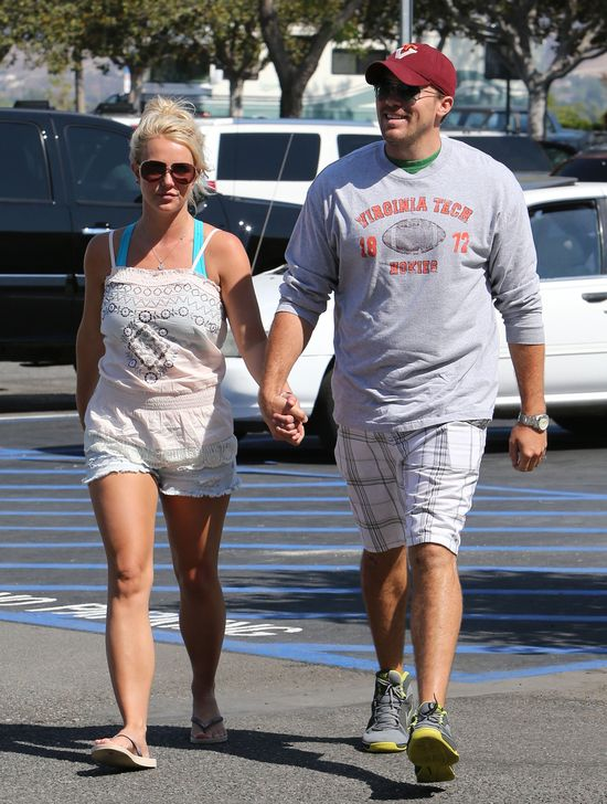 Britney Spears i David Lucado pomagają biednej rodzinie