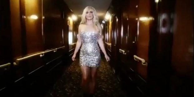 Dwie twarze Britney Spears w reklamie perfum (VIDEO)