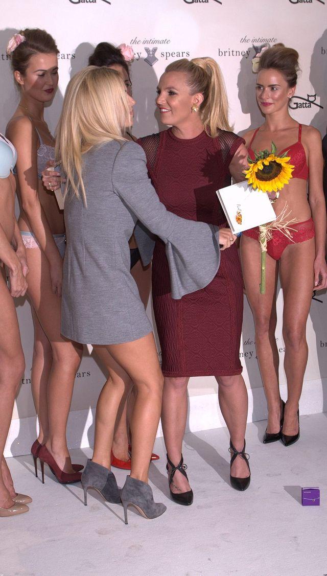 Britney Spears ściska się z Dodą. Gwiazda w Polsce! (FOTO)