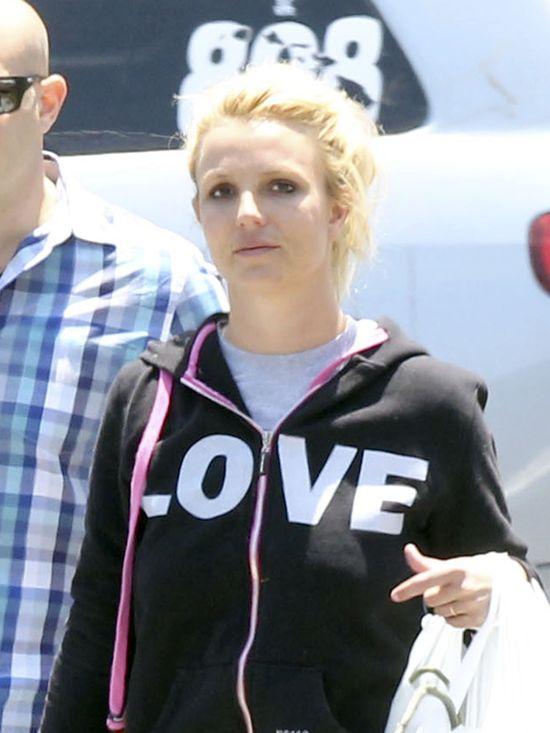 Zmęczona Britney Spears bez makijażu (FOTO)