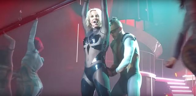 O nie! Kostium Britney Spears rozpiął się na scenie (VIDEO)