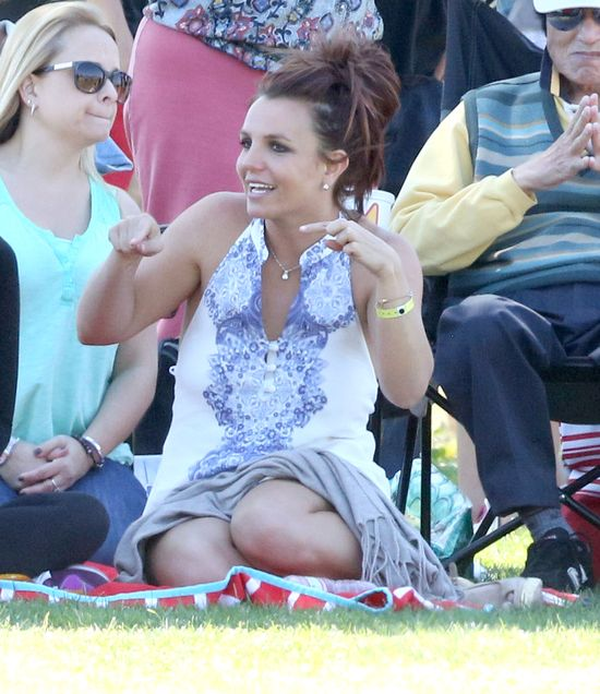 Co tak bawi Britney Spears? (FOTO)
