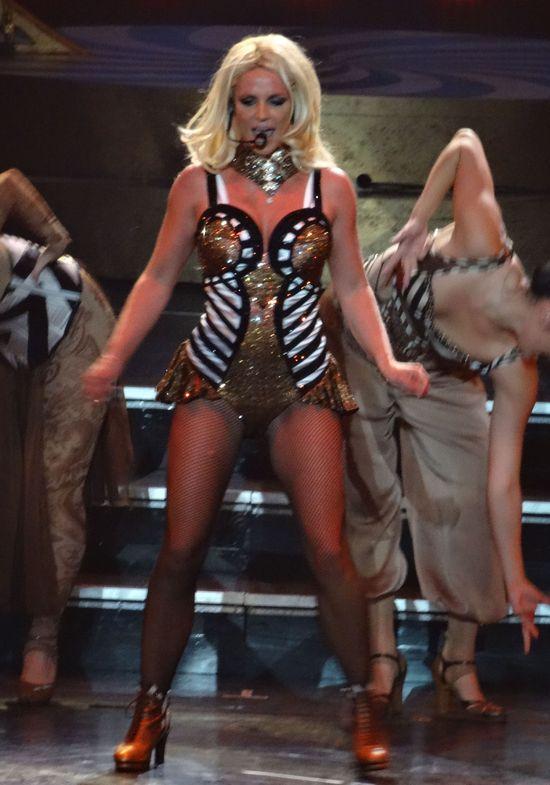 Odchudzona Britney Spears szaleje na scenie (FOTO)