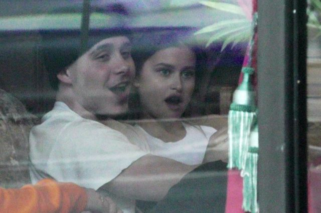 Brooklyn Beckham całuje się z dziewczyną, ale TO NIE JEST Chloe Moretz (ZDJĘCIA)