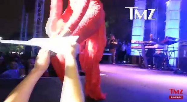 Ciara dostała pozew sądowy na scenie! (VIDEO)