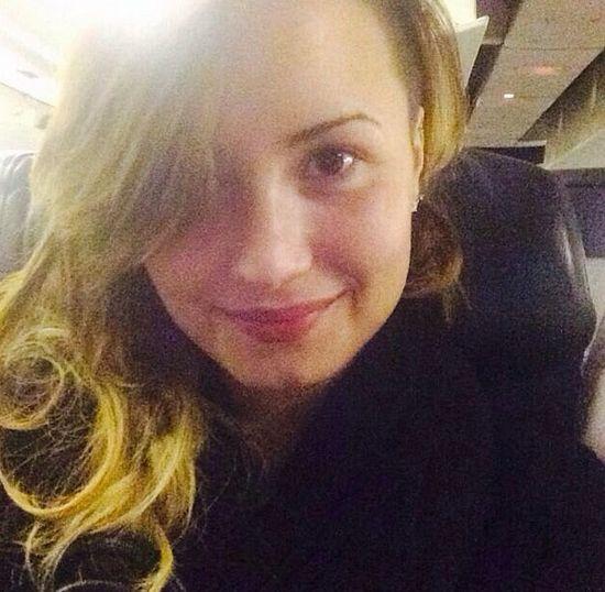 Demi Lovato jako blondynka bez makijażu, kwiecień 2014