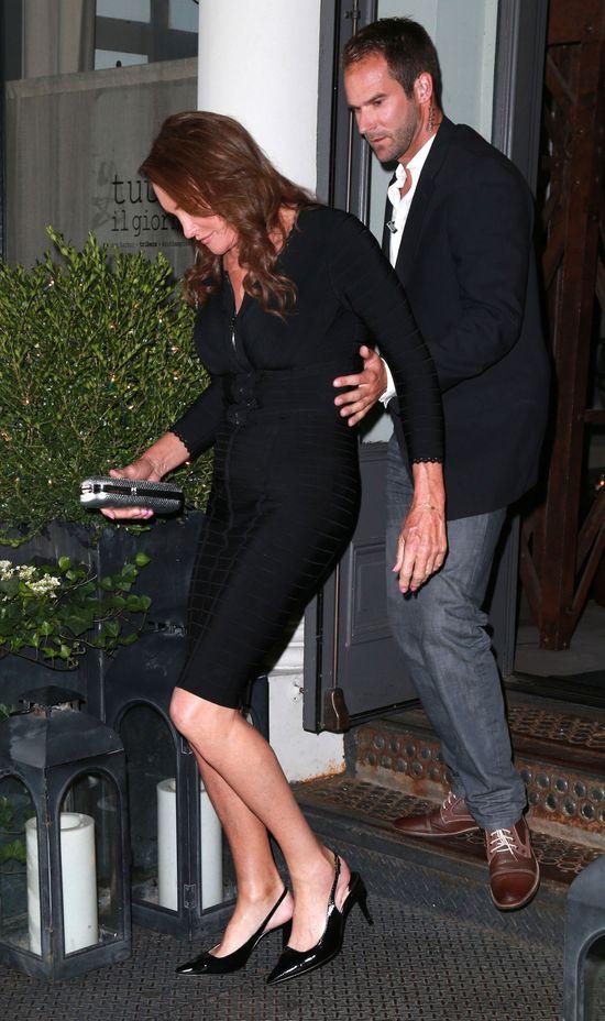 Caitlyn Jenner paraduje w obcisłej sukience i na szpilkach