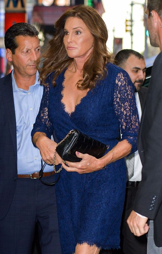 Długonoga Caitlyn Jenner postawiła na eleganckie koronki