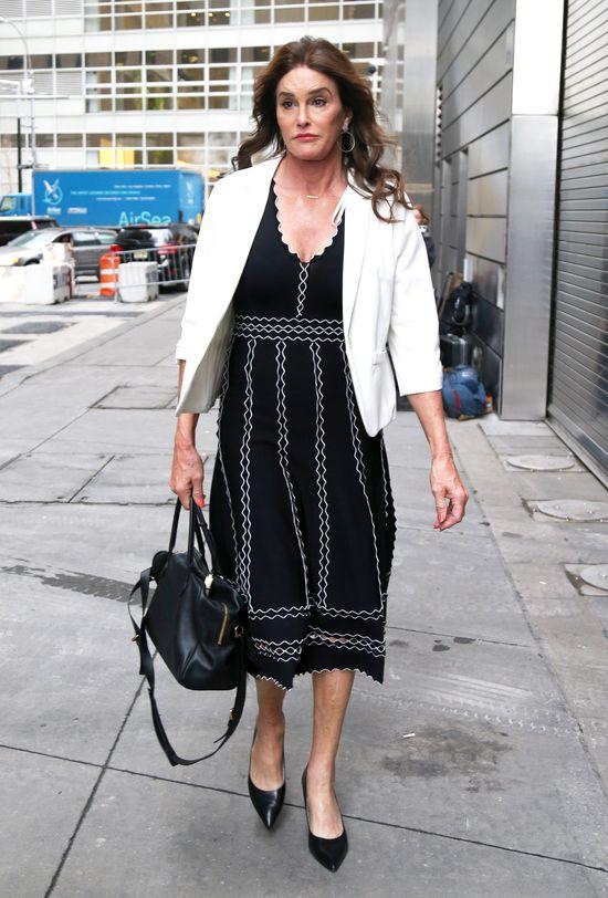 Caitlyn Jenner uczy, jak być damą (FOTO)