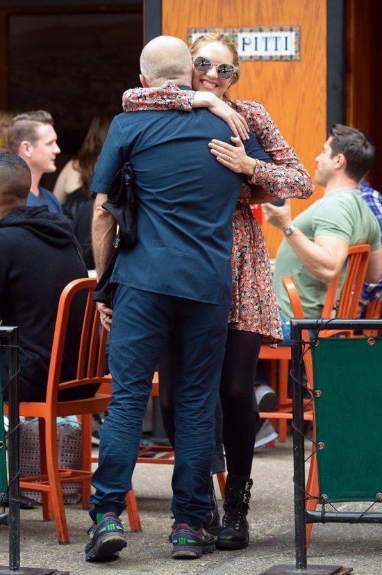 Candice Swanepoel wygląda pięknie z ciążowym brzuchem (FOTO)