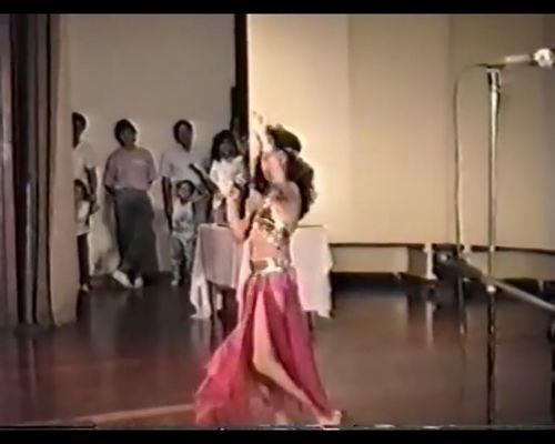 12-letnia Shakira pokazuje taniec brzucha! [VIDEO]