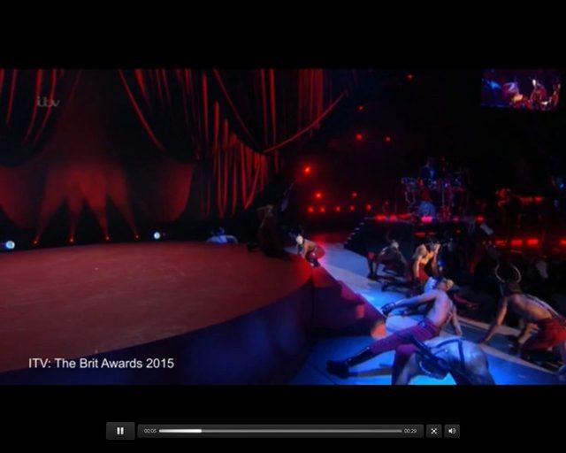 Madonna SPADŁA ZE SCHODÓW w czasie występu na Brit Awards!
