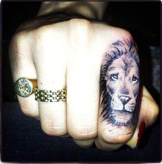 Nowy tatuaż Cary Delevingne (FOTO)