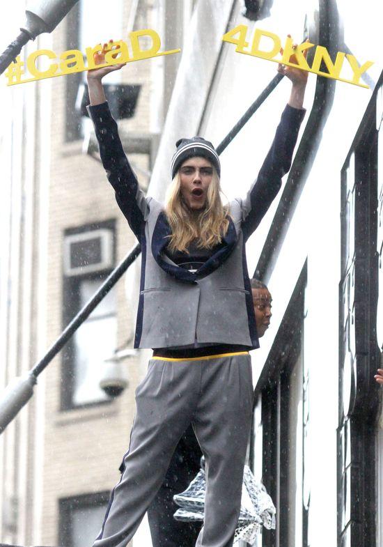 Cara Delevingne zachęca czy zniechęca do kupna ubrań? (FOTO)