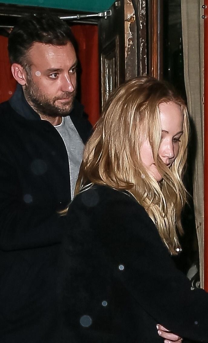 Zaręczynowy pierścionek Jennifer Lawrence jest mały i brzydki