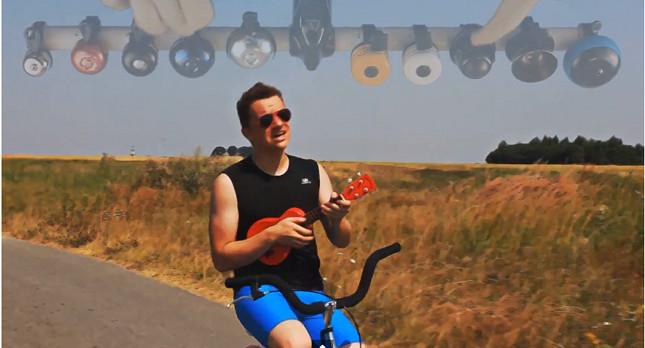 CeZik jedzie na rowerze… (VIDEO)