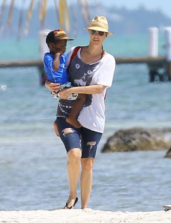 Charlize Theron na planie gor�cej sesji zdj�ciowej (FOTO)