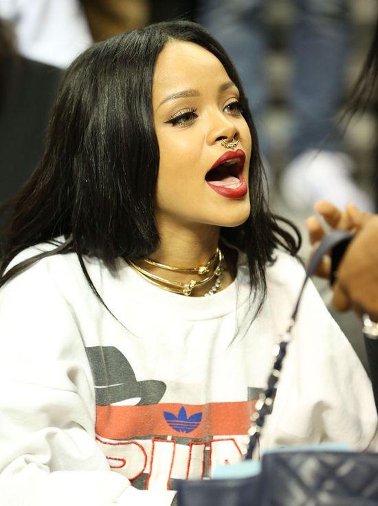 Rihanna i Chris Brown spotkali się na meczu (FOTO)